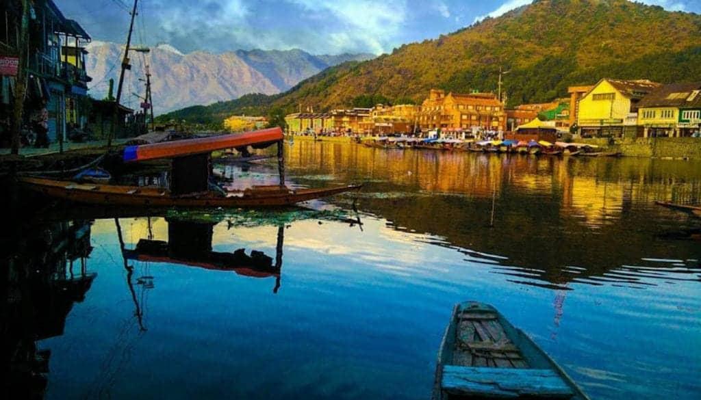 A sunset at Dal Lake: India travel