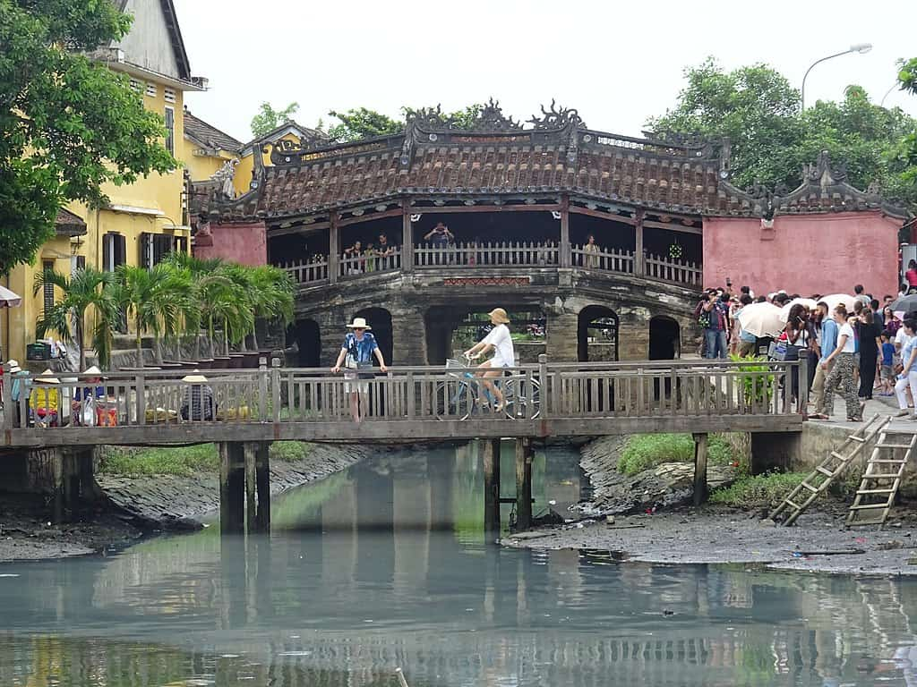hoi an japanese bridge