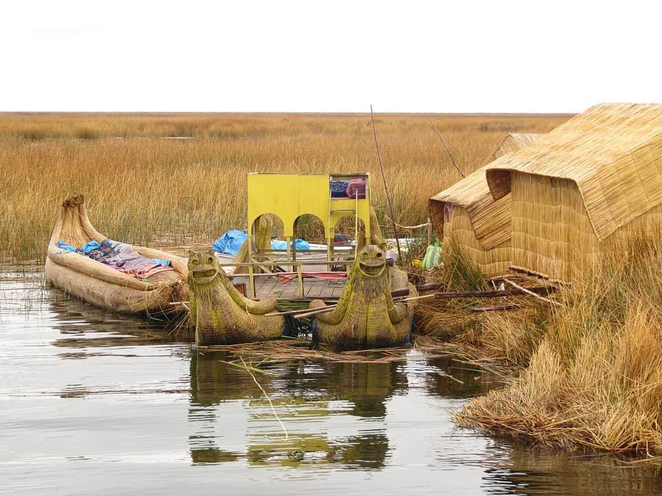totora boat peru