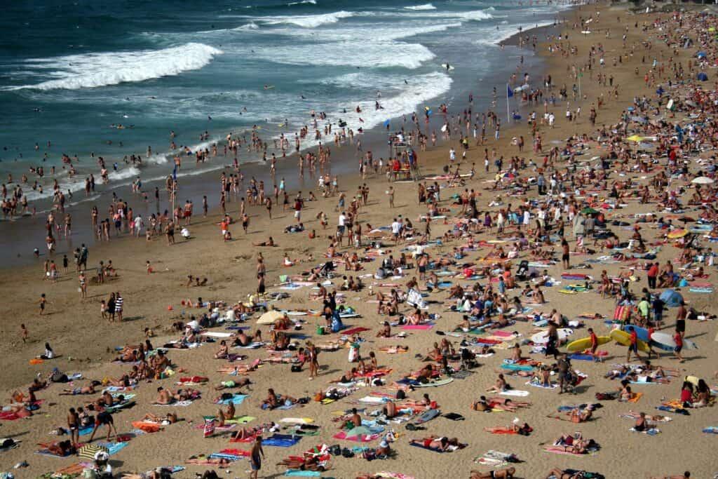 beach crowded