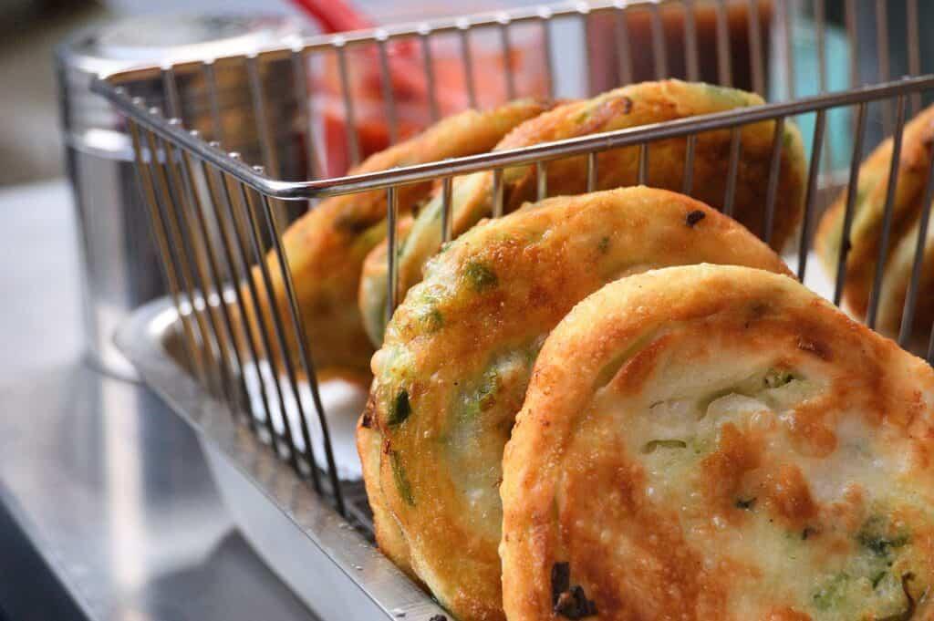 scallion pancake street food in taiwan