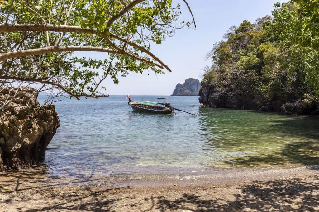koh tarutao island hopping in thailand
