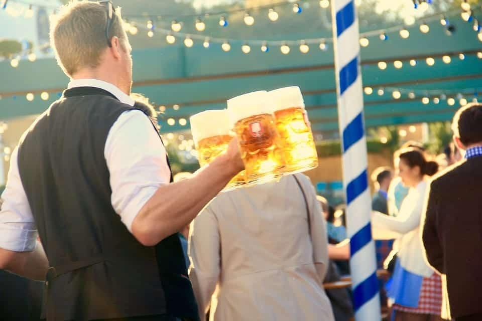 waiter travel jobs