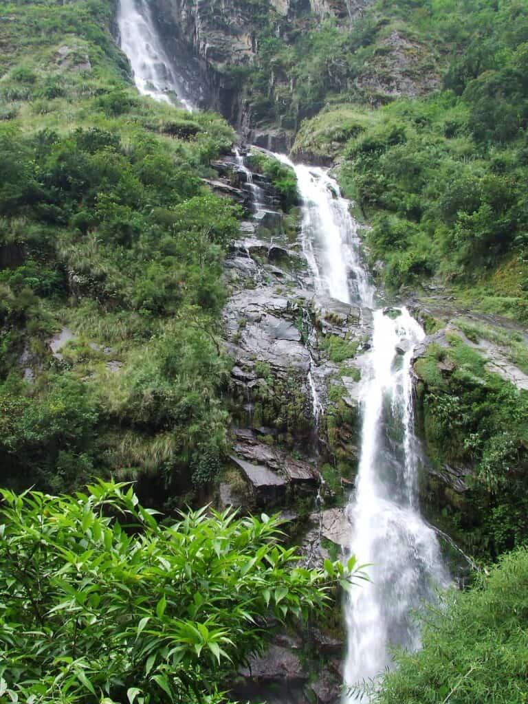 nar phu valley waterfall