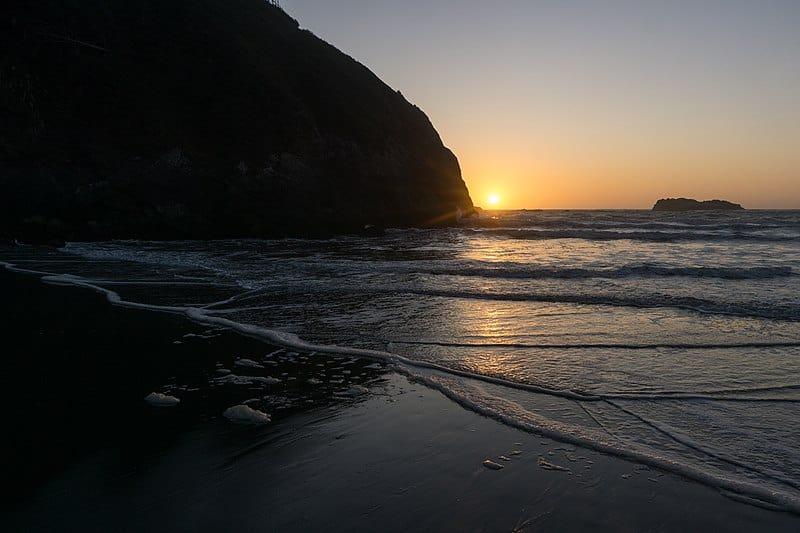 800px Sunset on Trinidad State Beach California 2019 09 27 2