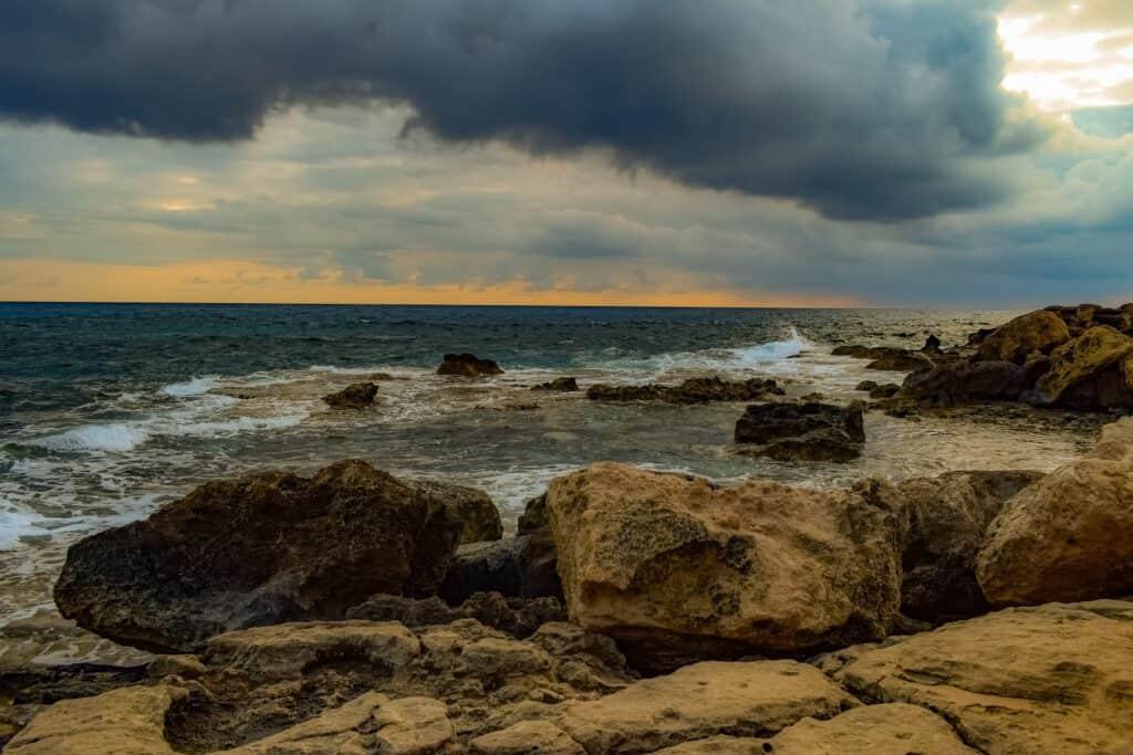 rocky coast 3983830 1920