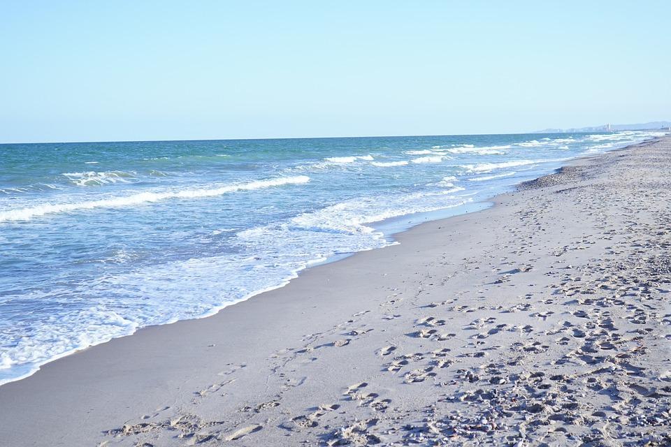 saler beach hidden gems in valencia